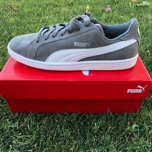 • Men's Grey Puma Sneakers •